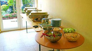 Buffet mit Chafing Dishes polnische Küche